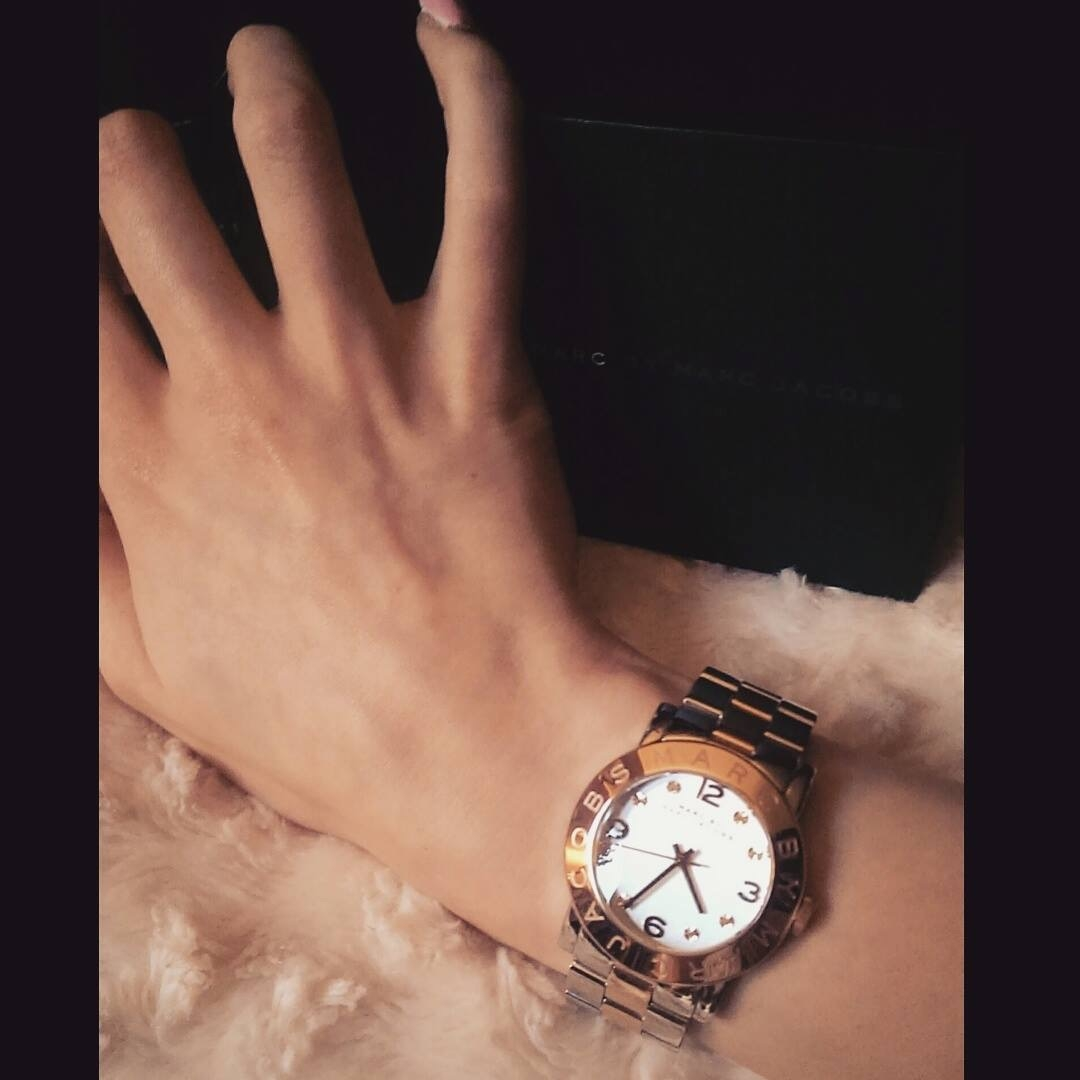 Classy silver   rose gold watch, size is perfect for all. My Wrists are  small so I had a problem adjusting it, but it is the perfect ladies watch. 50d7f1a80a